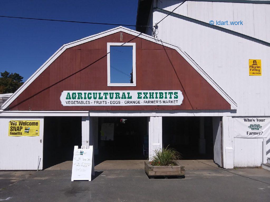 A farmers 'market in an historic barn - Marché, Marshfield, MA 1